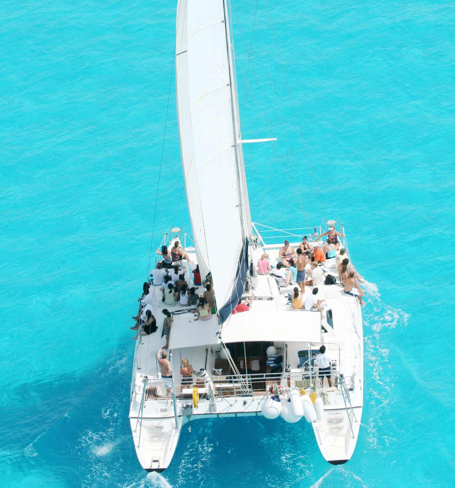 Catamaran in Isla Mujeres: Catamaran Regular
