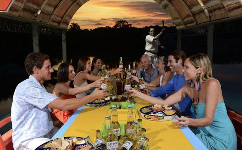 Cancun Night Cruise: Dinner Captain Hook Bilingual Guide